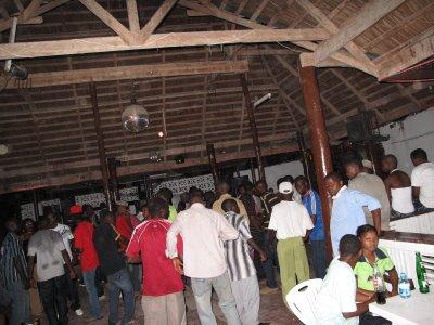 Wadau (fans) wa Kiluvya Pub