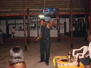 Steven Kanumba ndani ya Kiluvya Pub